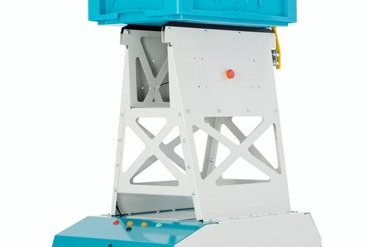 Das fahrerlose Transportsystem LEO Locative befördert Behälter und Kartonagen mit einem Gewicht von bis zu 20 Kilogramm. Das Konzept lässt sich sehr einfach einführen und ist bereits nach wenigen Stunden für den Grundbetrieb einsatzbereit.